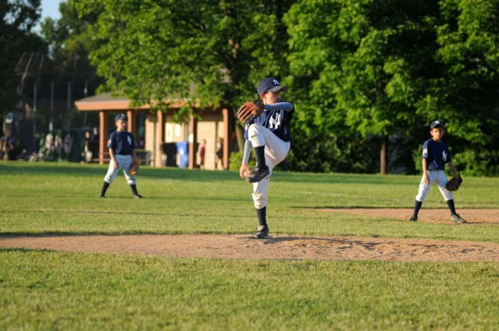 youth pitching baseball